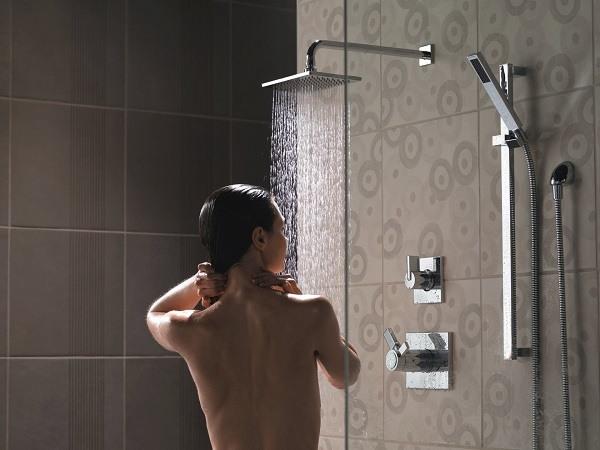pourquoi prendre une douche froide