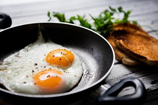 préparation œuf petit dejeuner